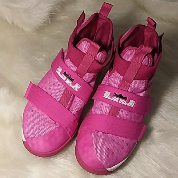 best sneakers 72dd0 03882 Lebrun James Nike soldier 10s unisex